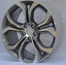20x9.5 inch front wheels with 20x10.5 inch rear wheels