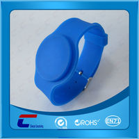 Promotion adjustable silicone rfid wristband watch with waterproof