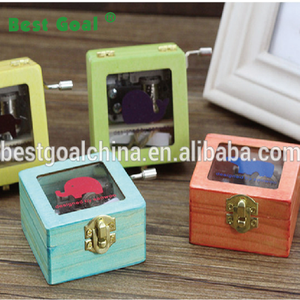 Creative carved mini hand crank wooden music box with funny picture
