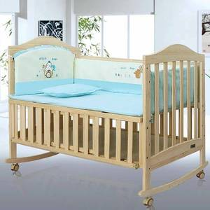 Wooden Swinging Baby Crib with Wheels