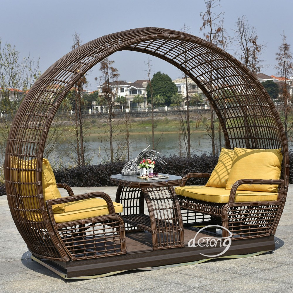 Full Size Rattan Daybed