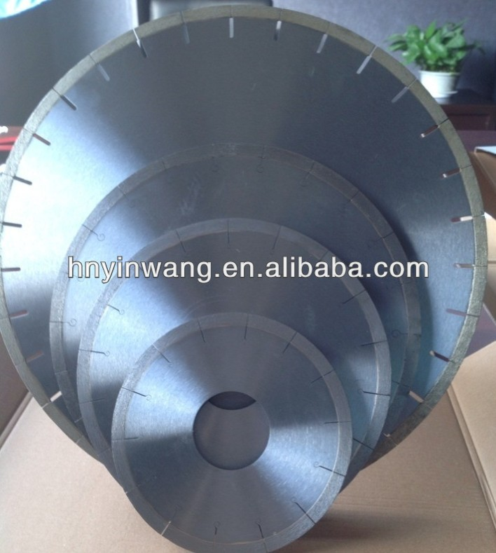 Concrete saw blade special for green and cured concrete