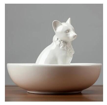 Modern And Minimalist Home Decoration White Ceramic Plate Animal Table Dish Glazed Ceramic Tray New Dog Figurine