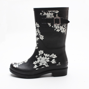 Wholesale cheap fashionable mature rubber boots women sex with side buckle