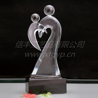 Heart-shaped award mother and son sculpture mother love sculpture