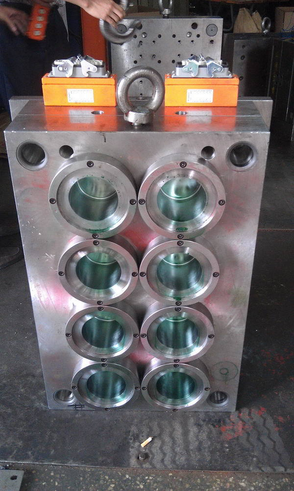 New products hot selling auto parts abs plastic injection mould