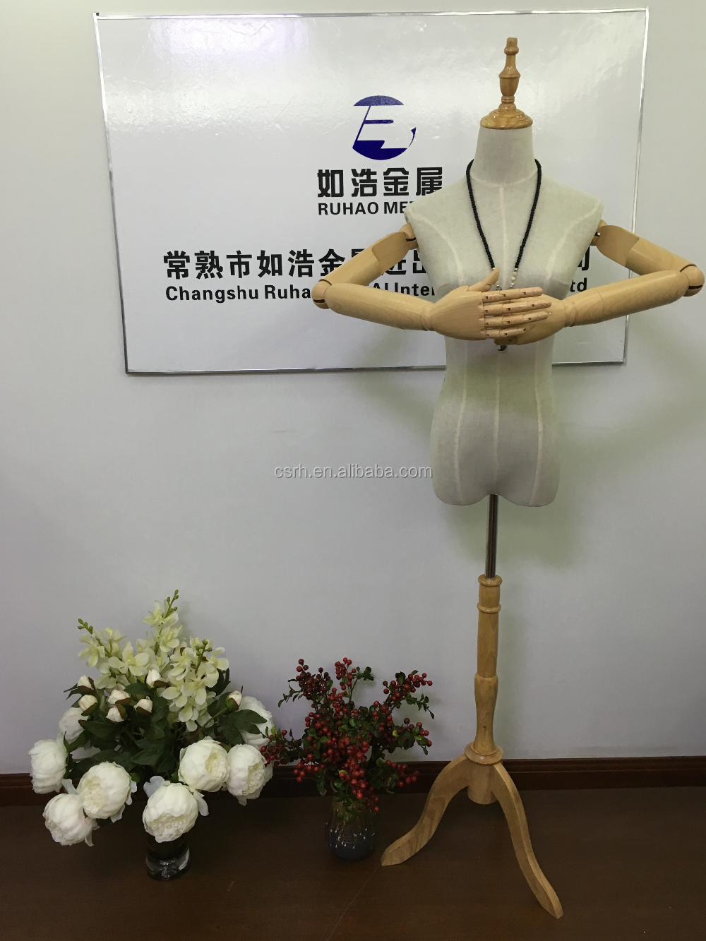 Adjustable Plastic Hands Half-body Female Mannequin