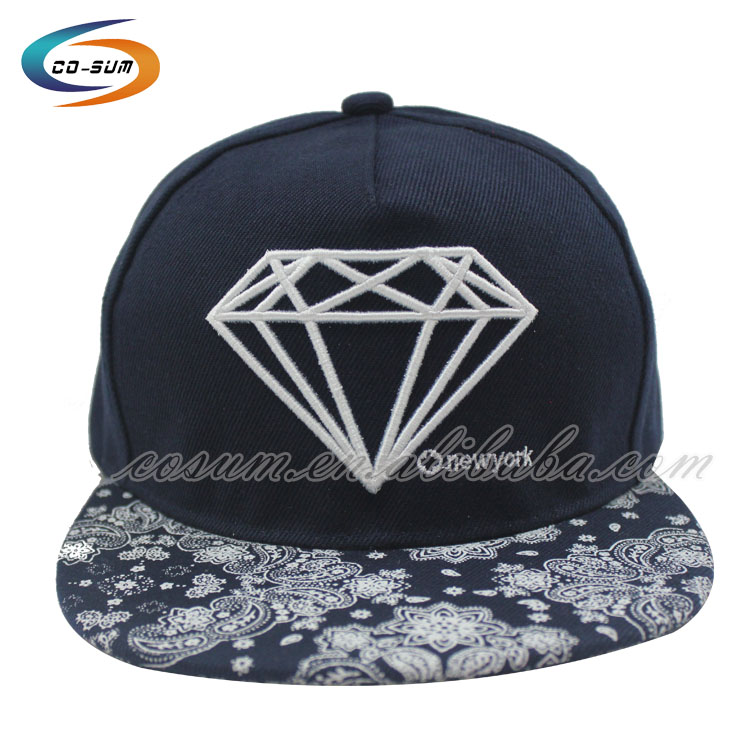 wholesale Custom fashion 5 panel strap back embroidery hat