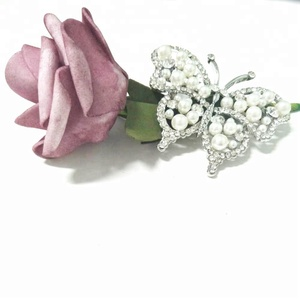 New Cute white pearl Butterfly Fashion Crystal Rhinestone Brooches for Women Wedding