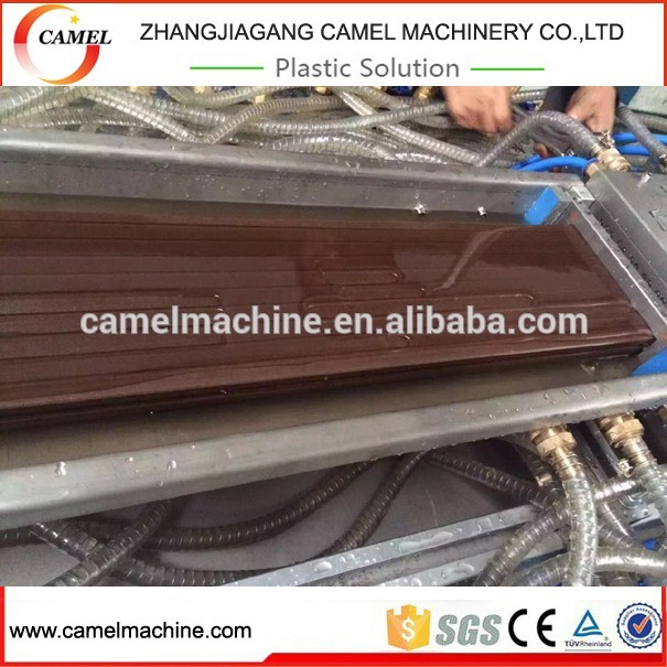 China hout kunststof composiet terrasplanken/wpc decking boards extrusie productielijn making machine