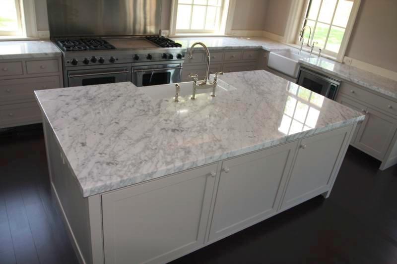Witte carrera marmeren aanrecht in de keuken, carrera marmeren ...