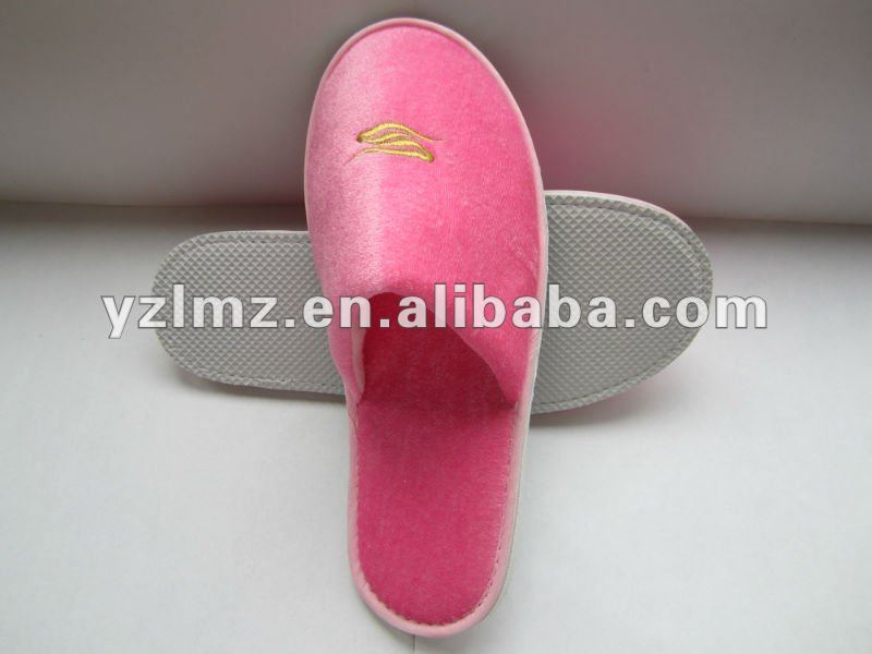 Disposable white cotton coral fleece hotel slippers