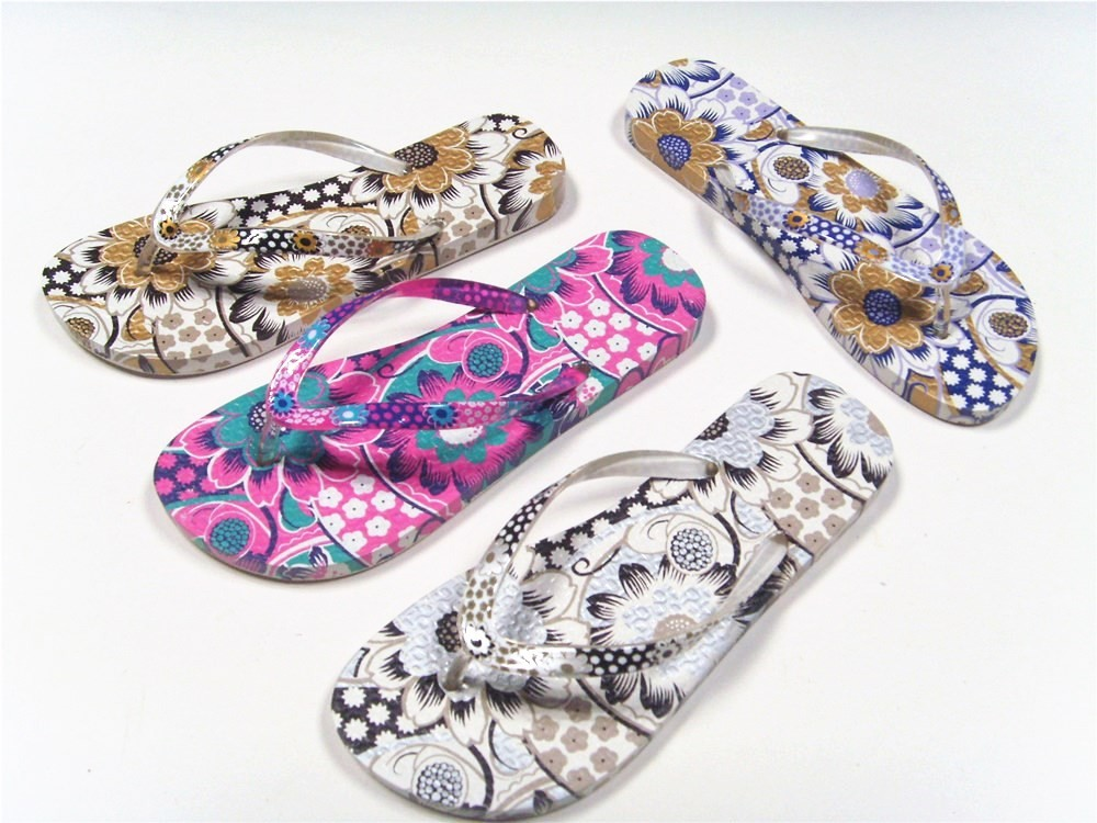 China custom cheap wholesale beach slippers sandals pvc lady flip flop manufacturing