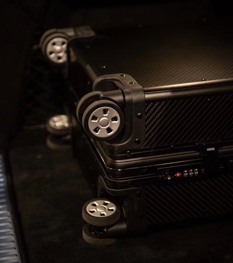 luxurious newest carbon fiber rolling case 5