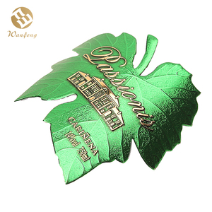 Customized Leaf Shape Red Wine Stickers Printed Green Beverage Bottles Affixed Labels