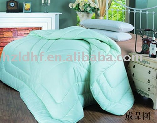 100 % Polyester hollow fiber filled Comforter
