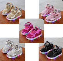 LED Kids Shoes Girls Hello Kitty Light Up Sneakers Baby Luminous Trainers 2016