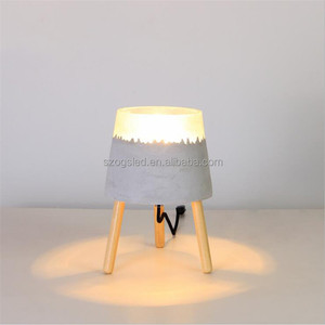 European Standard Mini Decorative Cement Table Light with Nice Resin Wooden Tripod, Ce Certified Kids Room Bedside Desk Lamps