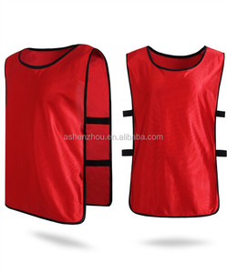 Top selling promotional custom logo printing reversible soccer mesh sport vest red training bibs