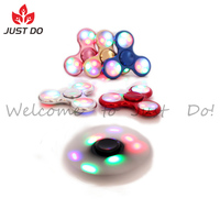 2017 New Hot Selling Tri Fidget Spinner Toy with LED Lights