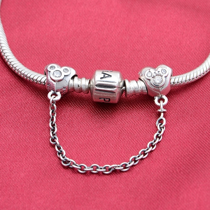 23eee7bc7 Pandora Mickey And Minnie Mouse Safety Chain