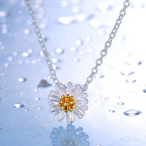 Elegant gold plated 925 sterling silver daisy necklace
