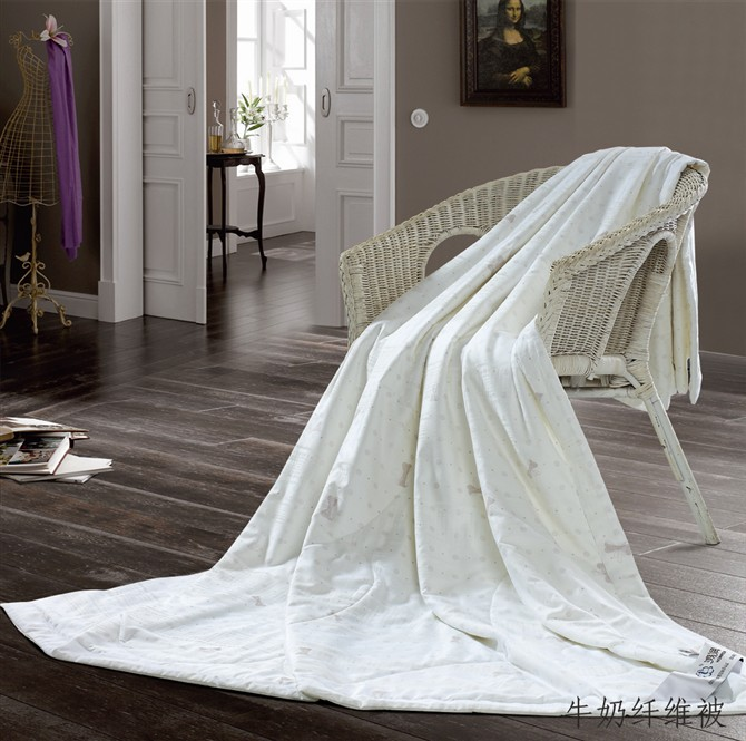 2014 the latest style soft touch luxury polyester quilt popular in westren countries