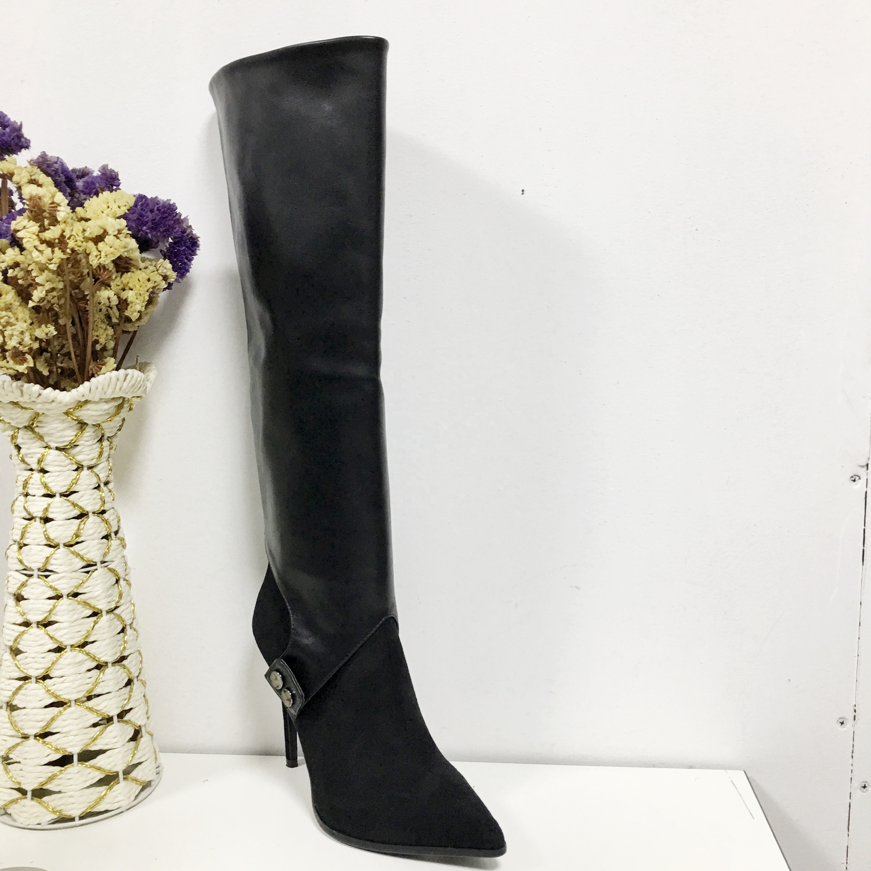 Black suede upper women shoe factory tube long straps decorated with exotic style ladies winter boots