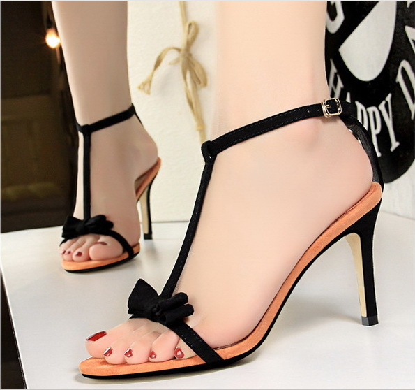 Hot factory customized small MOQ suede 8.5cm wholesale shoes high heels women heels shoes for ladies