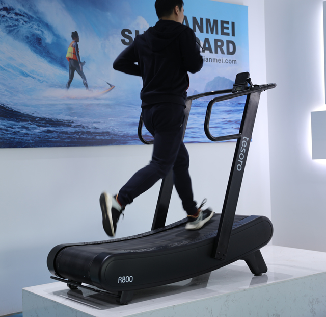 Wholesale price self-generating curved treadmill for home and semi commerical use skillmill body fitness machine