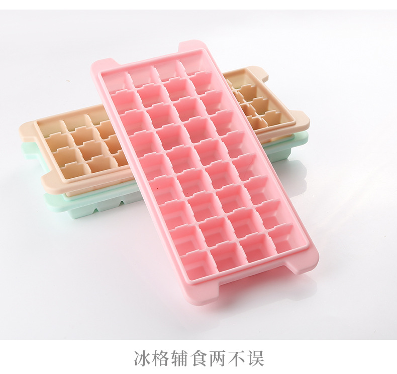 The ice box with cover is made from 36 gel ice cube molds