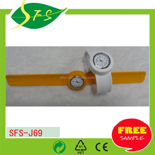 đầy màu sắc cao su silicone nhỏ <span class=keywords><strong>trẻ</strong></span> <span class=keywords><strong>em</strong></span> <span class=keywords><strong>trẻ</strong></span> <span class=keywords><strong>em</strong></span> tát ban nhạc cổ tay <span class=keywords><strong>xem</strong></span>
