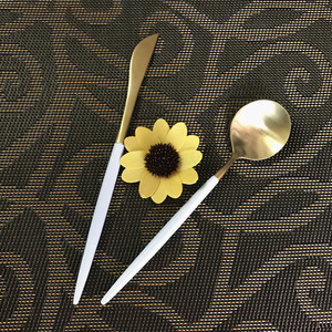 White and Gold Cutlery Set,Two Tone Colored Royal Flatware for Wedding