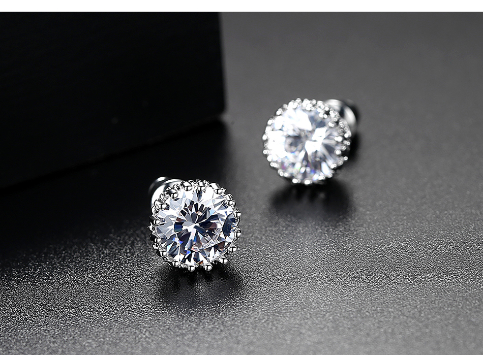 LUOTEEMI Aliexpress Hot Sale 8mm 2ct Top Quality Sparkling Clear CZ Crown Design Women Daily Wear Wholesale Cheap Stud Earrings
