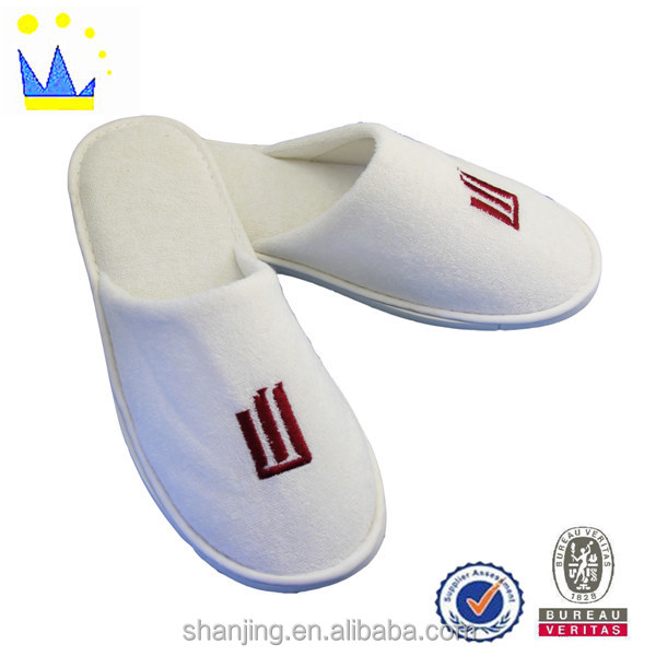 Custom all kinds of brand hotel slippers and bottom EVA hotel slippers