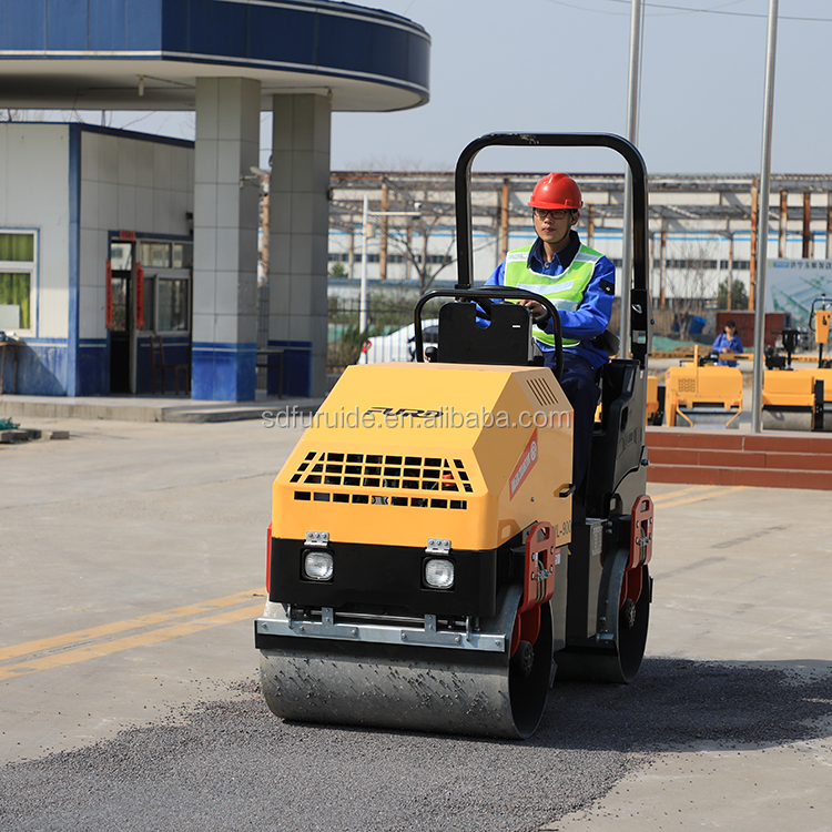 1.7 Ton Soil Compactor Hamm Road Roller (FYL-900)