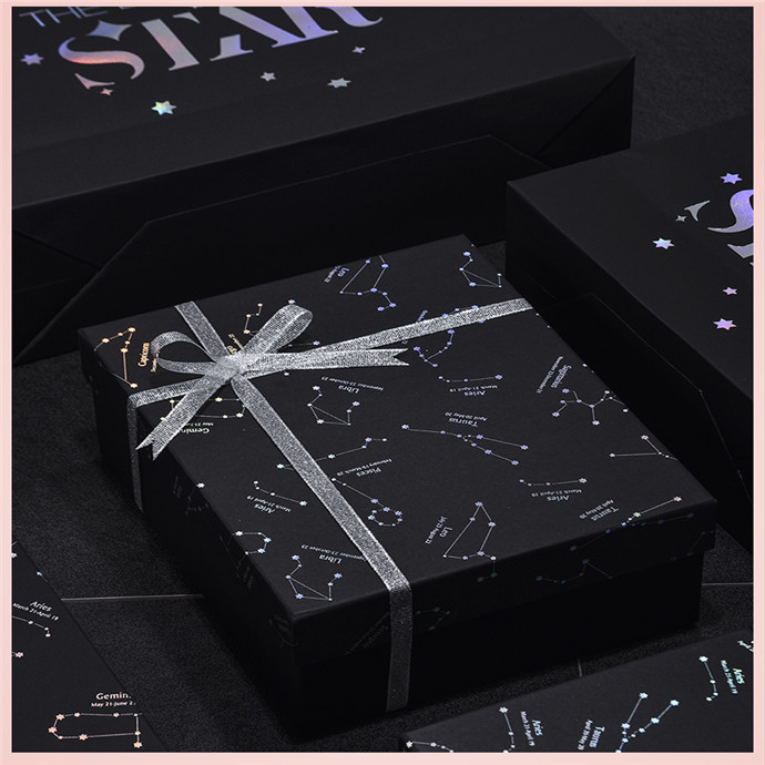 Hot stamping matt art paper christmas gift packaging box with ribbon decoration