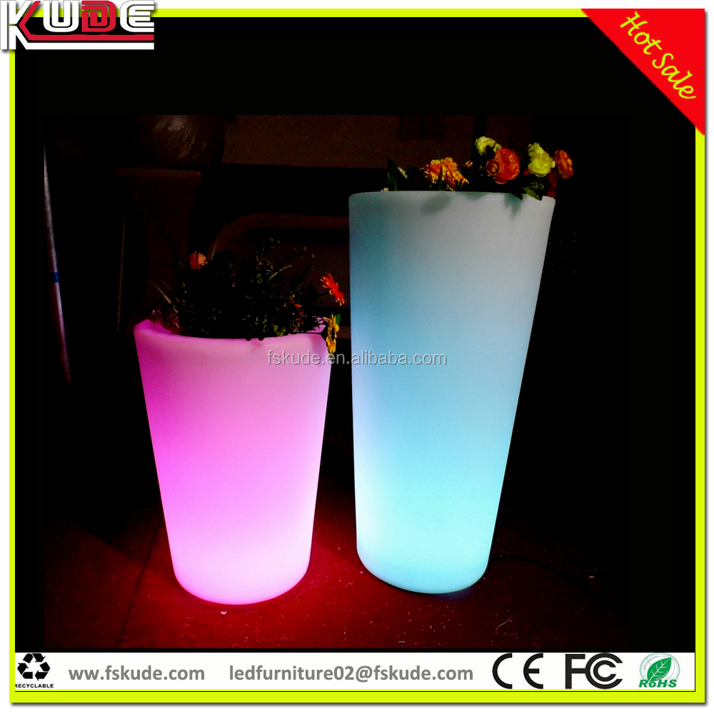 gros pots de jardin led lumi re en plastique pot de fleur led allum e planter pots avec. Black Bedroom Furniture Sets. Home Design Ideas