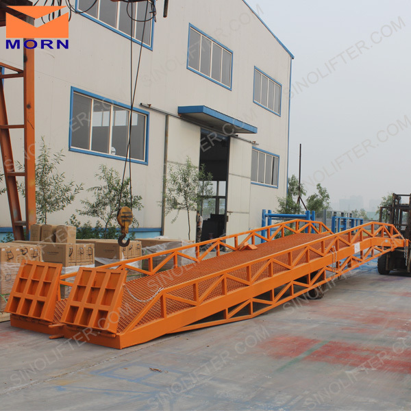 hydraulic cargo loading and unloading ramp