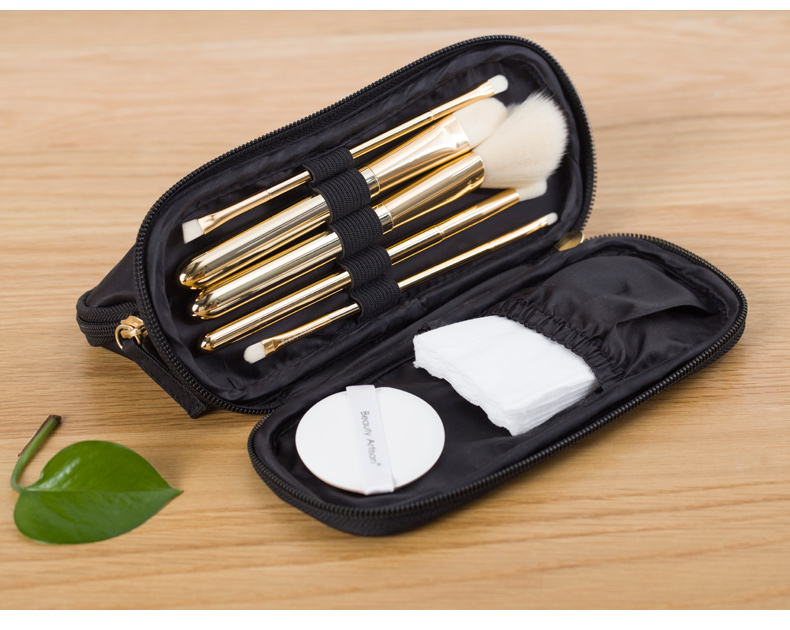Cosmetic Pouch For Storing And Organizing Cosmetics