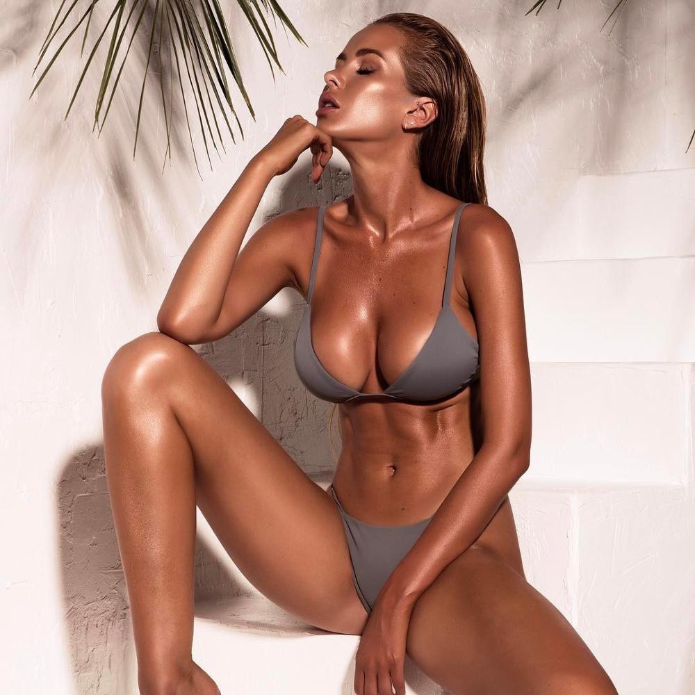 Sexy mature im bikini