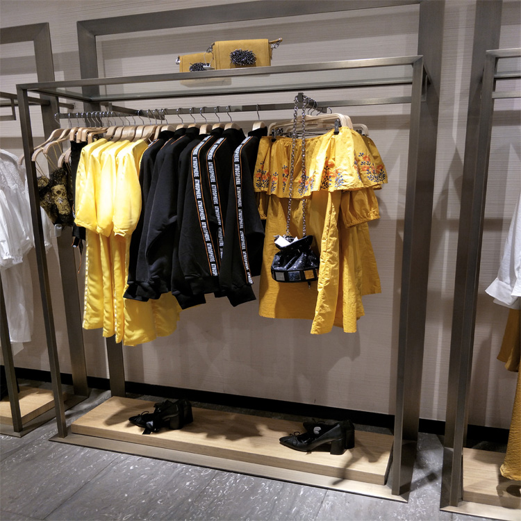 Exhibition Stand For Zara : Zara moda rack di grandi dimensioni in metallo appeso