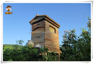 Flow beehive box/beehive with outflow frames