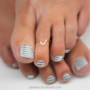 Fashion Simple 925 Sterling Silver V Shape Toe Ring Rose Gold or Yellow Gold Chevron Toe Ring