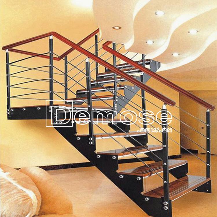Interior escaleras madera fotos escaleras hierro forjado for Imagenes escaleras interiores