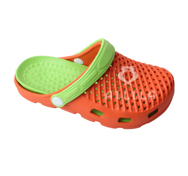 Classic plastic flat unisex clogs for both men and women