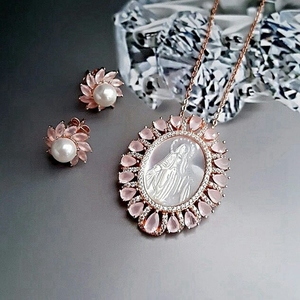 Brazil top selling mother of pearl jewelry religious image engraved shell virgin mary jewelry set