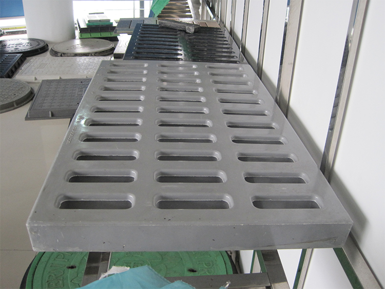 China supply D400 corrosiebestendig rechthoek outdoor afvoer riool waterdichte mangat goed cover SMC gully roosters met EN124