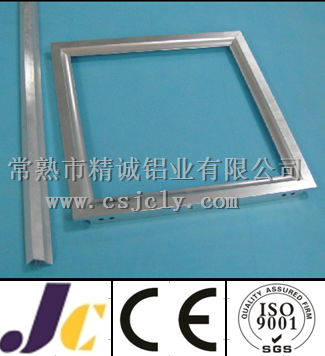 Aluminum solar panel frames with corner key connection