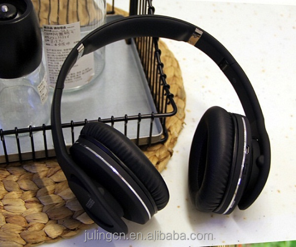 Shenzhen high quality wood headphone stand Bluetooth headphones wireless earphone with hifi drivers.